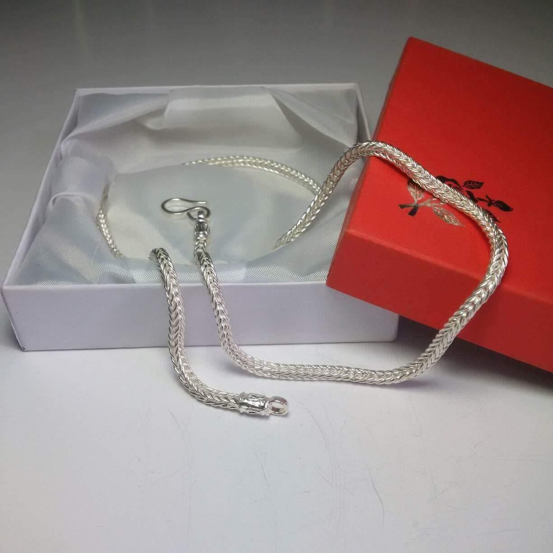 Mẫu dây chuyền có kiểu dáng giống vảy rồng thật sử dụng bạc cao cấp 925 trắng sáng, độ cứng cao