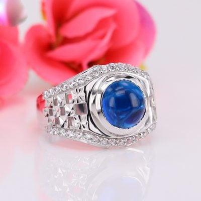 Nhẫn nam cao cấp nổi bật với viên đá hình cầu màu xanh hợp với gia chủ mệnh Thủy