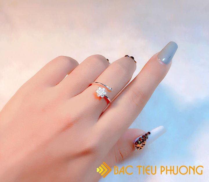 Những ngón tay xinh càng xinh khi sở hữu mẫu nhẫn đẹp tuyệt này