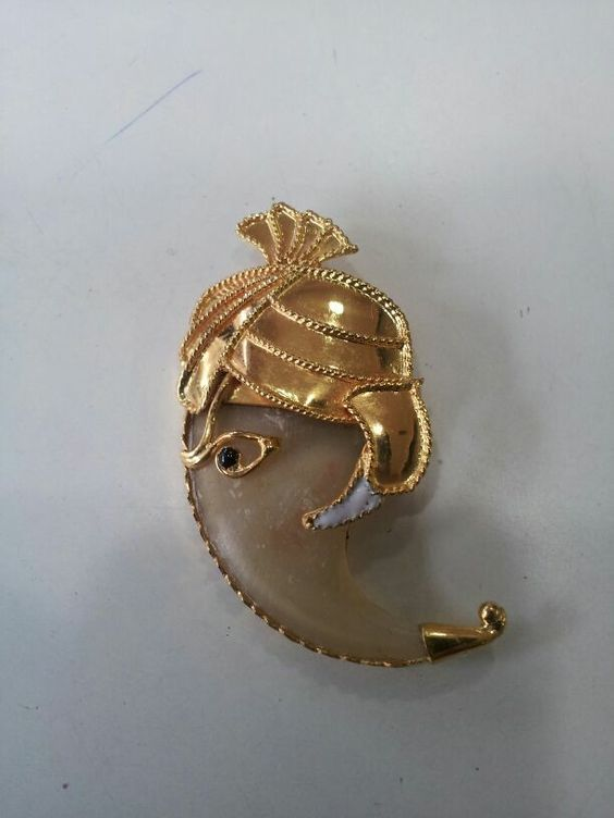 Vuốt hổ bọc vàng theo phong cách Ấn Độ