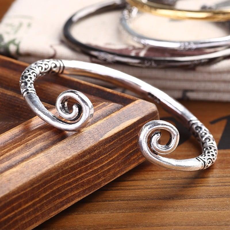 vòng tay kim cô bằng bạc thái
