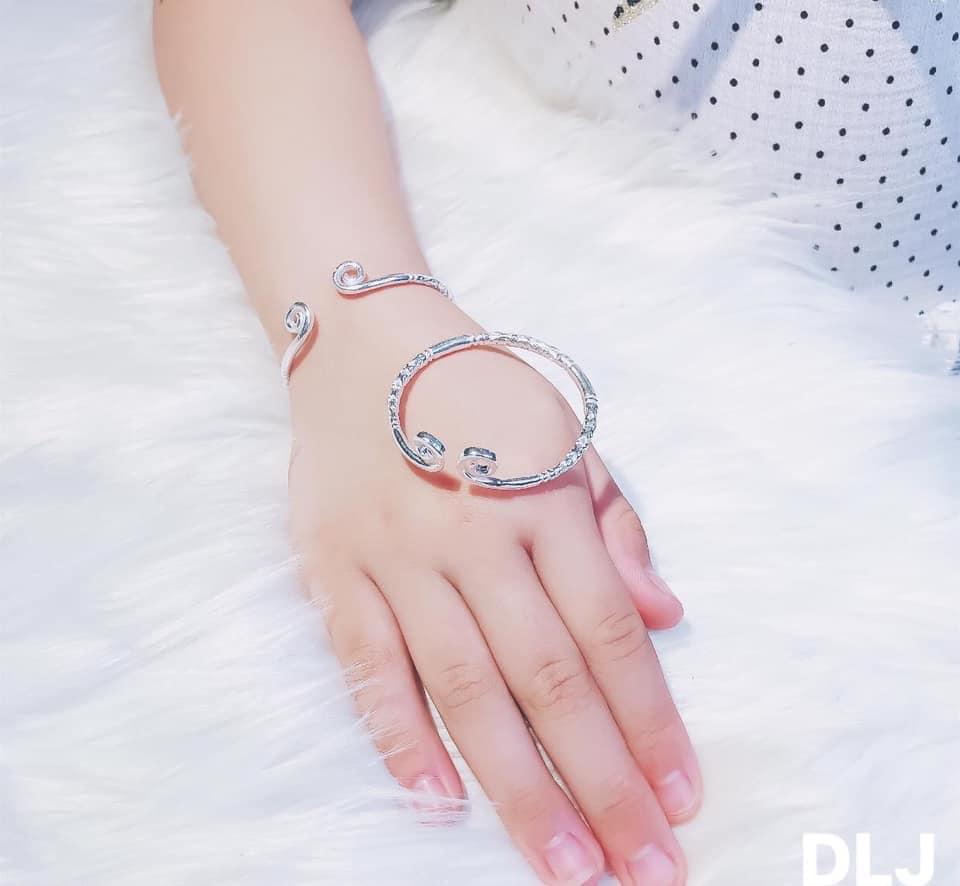 vòng tay kim cô hoa văn dành cho cả nam và nữ