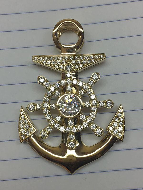Mặt dây hình mỏ neo bằng vàng 10k kết hợp kim cương nhân tạo tại Bạc Tiểu Phương.