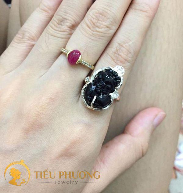 Nhẫn Tỳ Hưu đá đen đeo ngón trỏ