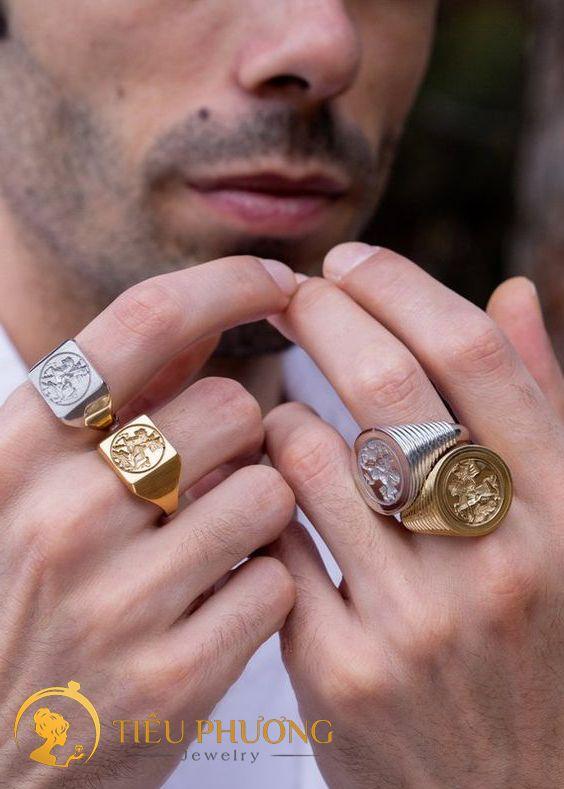 đeo nhẫn bạc và nhẫn vàng có sao không?