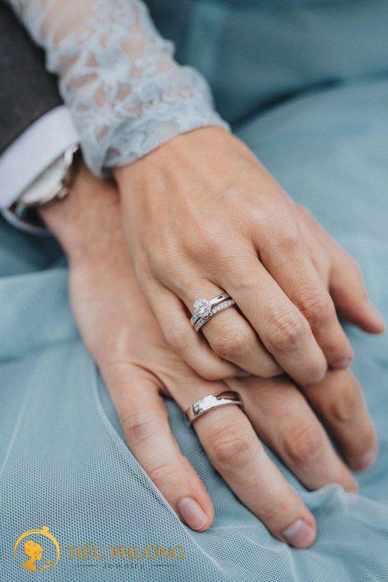 nhẫn đôi nên đeo tay nào?