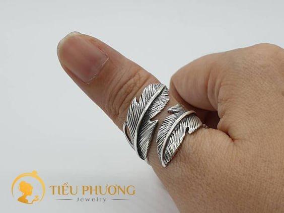 ý nghĩa đeo nhẫn ngón cái cho nam