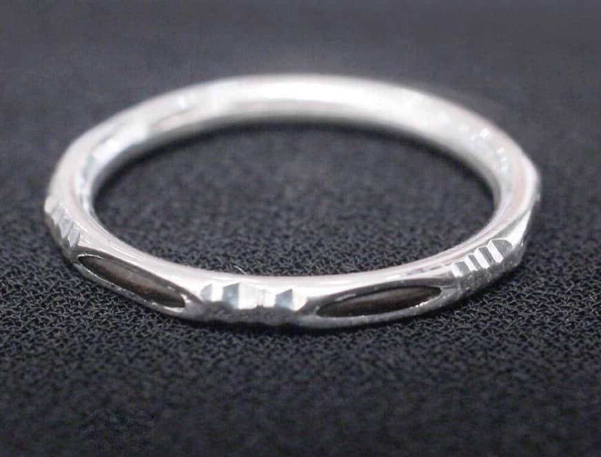 Nhẫn lông voi đầy may mắn được làm từ lông voi và bạc 925.