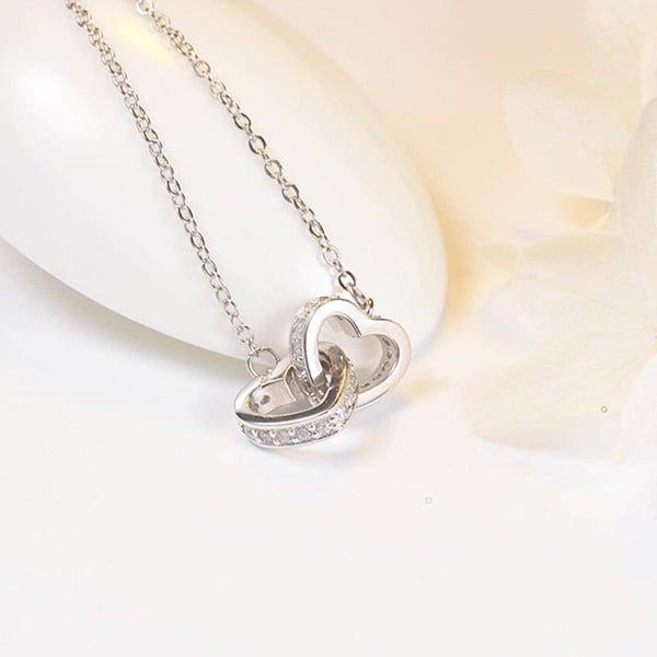 Mặt dây tim bảo vệ sức khoẻ khi được làm từ bạc 925.
