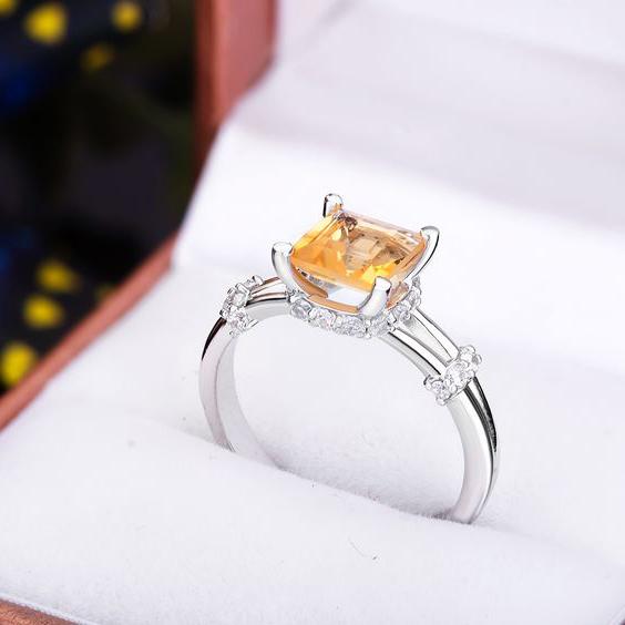Nhẫn nữ mệnh kim nên đeo như thế nào?